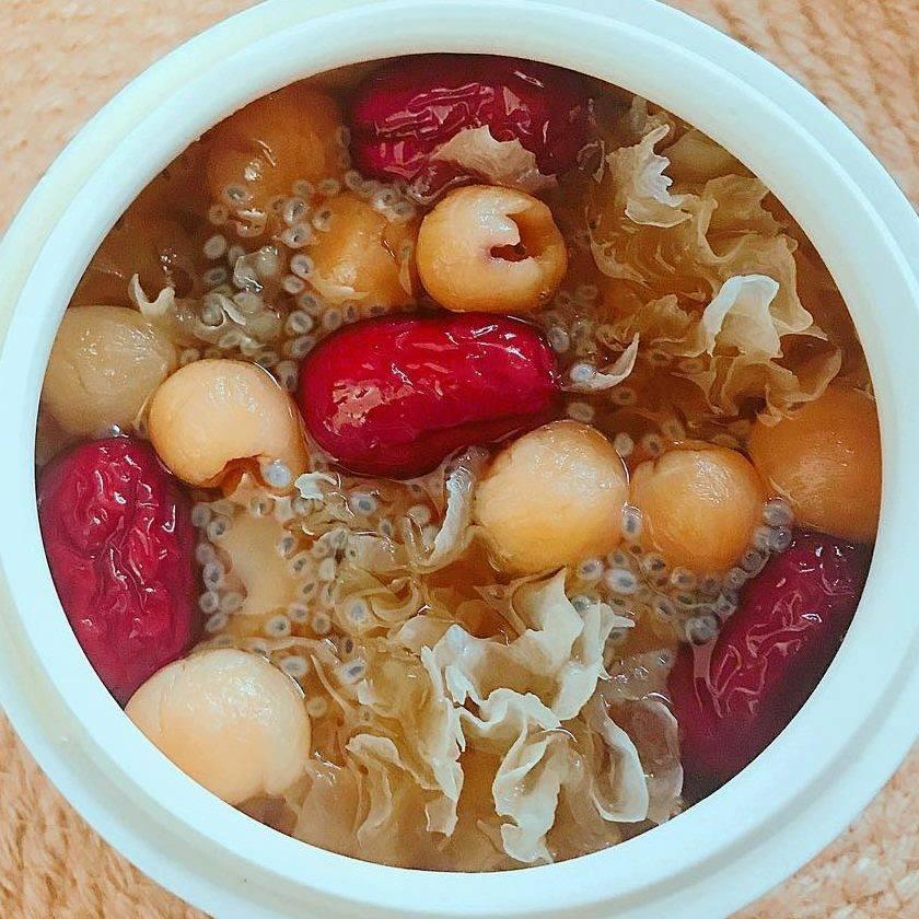 Cách nấu chè nấm tuyết táo đỏ